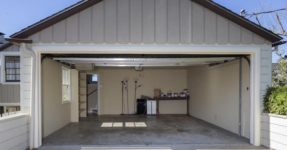 Garageport – ska du bygga själv eller köpa?