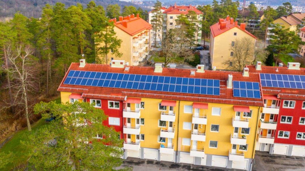 Solpaneler på hyreshus