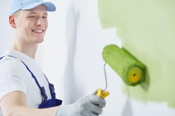 Målare i Sundbyberg renoverar lägenheter